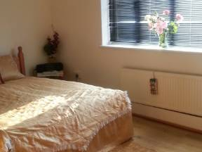 CLEAN DOUBLE ROOM IN CLAPHAM JUNCTION