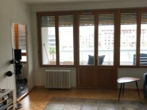 Room For Rent In 70m2 Appartment, I Travel 40-50% Of The Time. Eaux Vives