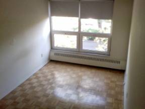 Large 3 Bdrm Townhouse. Midtown, May 1st